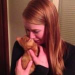 彼女にサプライズで子猫をプレゼント